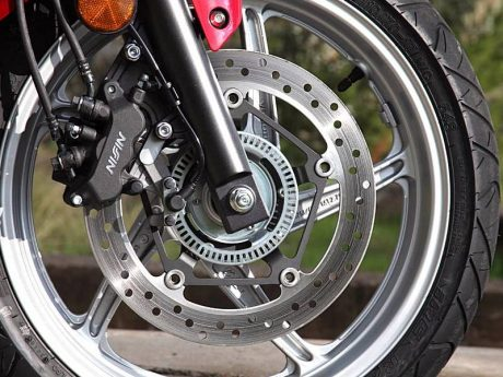 how-motorcycle-abs-works-64330_2