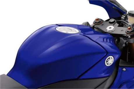 2017-yamaha-yzf-r6-low-res-13