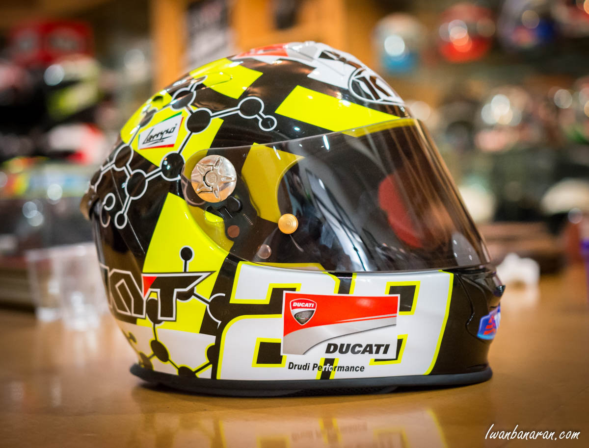 melototin helm motogp iannone buatan kyt full karbon. Black Bedroom Furniture Sets. Home Design Ideas