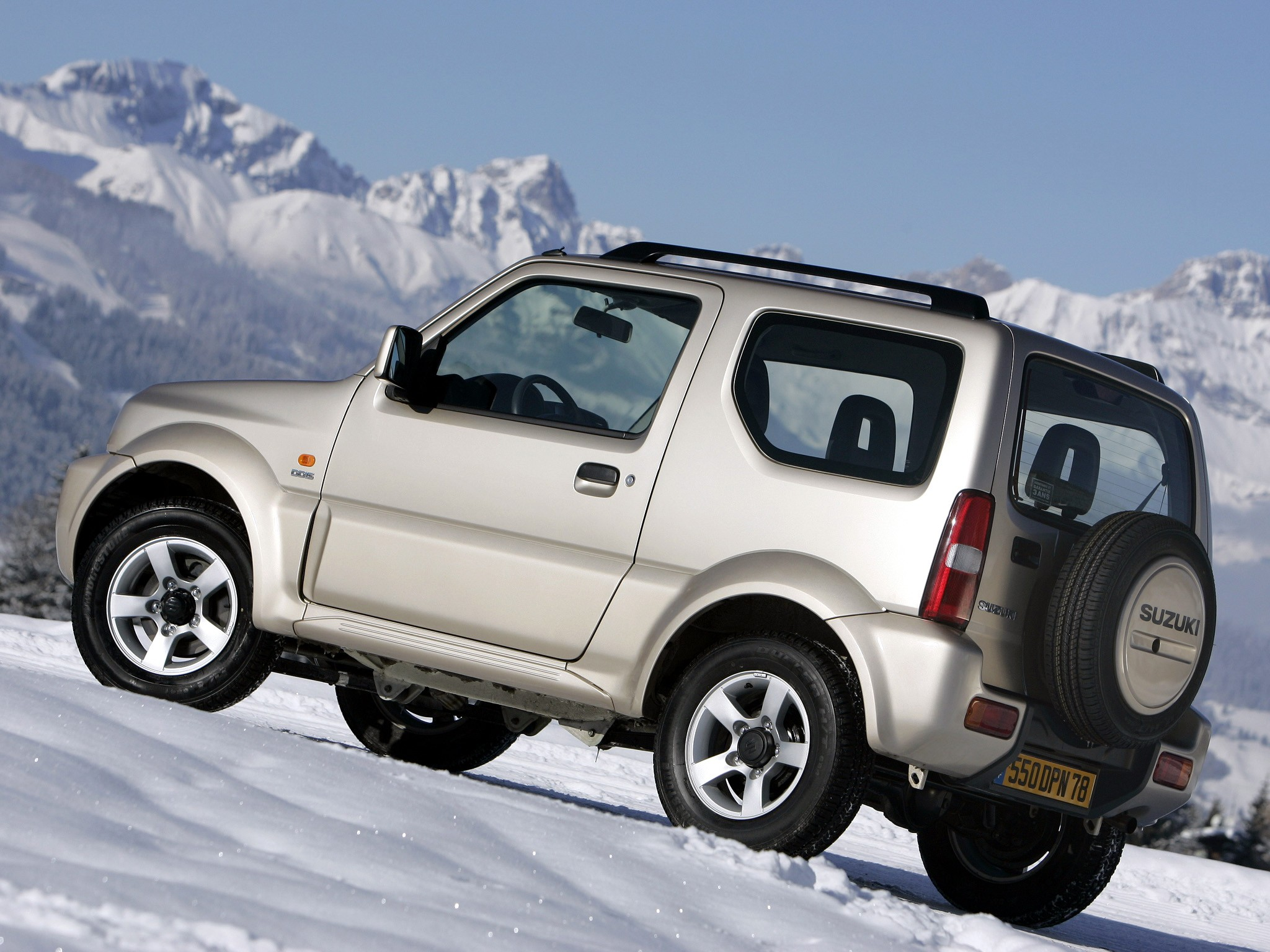 suzuki suv 4x4 jimny resmi mengaspal di indonesia the legend reborn. Black Bedroom Furniture Sets. Home Design Ideas