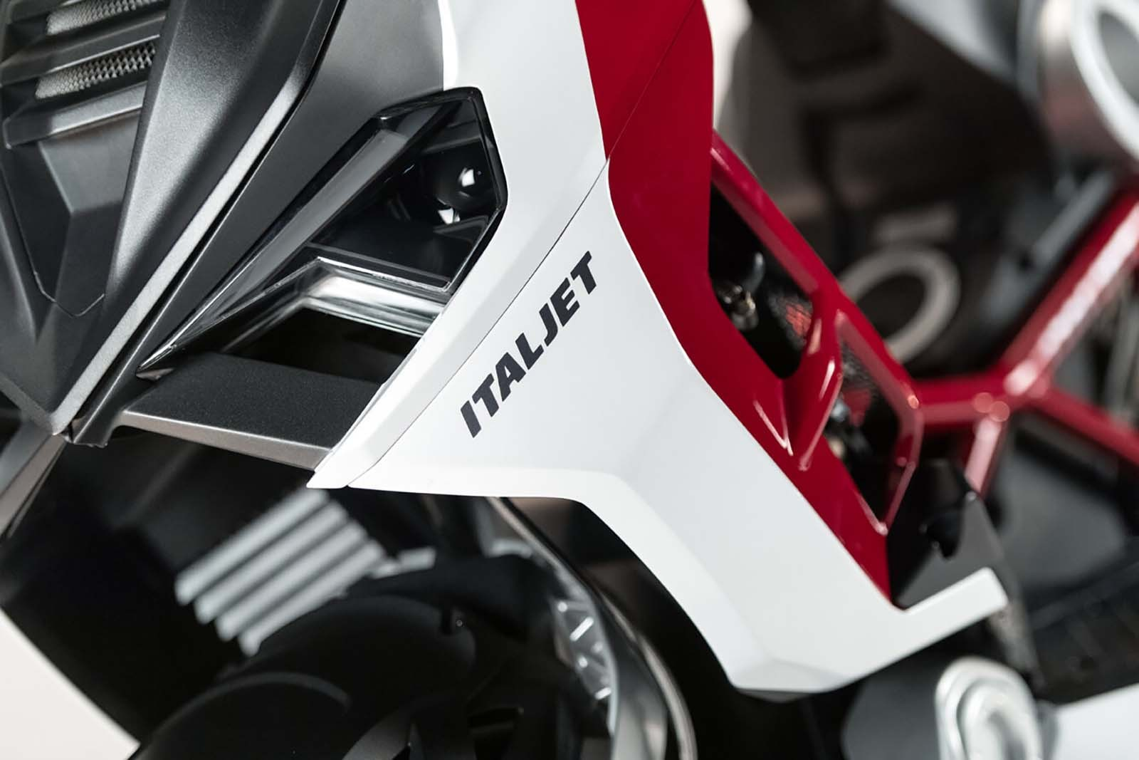 2019-Italjet-Dragster-scooter-13