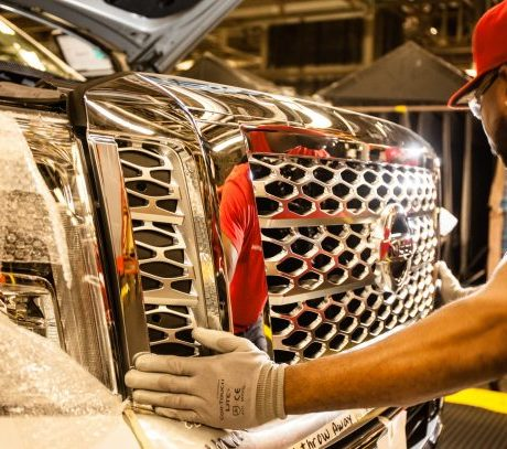 nissan-titan-assembly-caton-factory-610×407