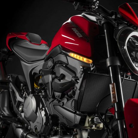 2021-Ducati-Monster-Plus-10-scaled