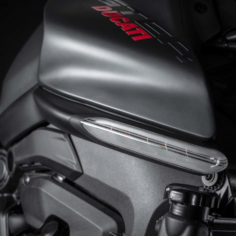 2021-Ducati-Monster-Plus-17-scaled